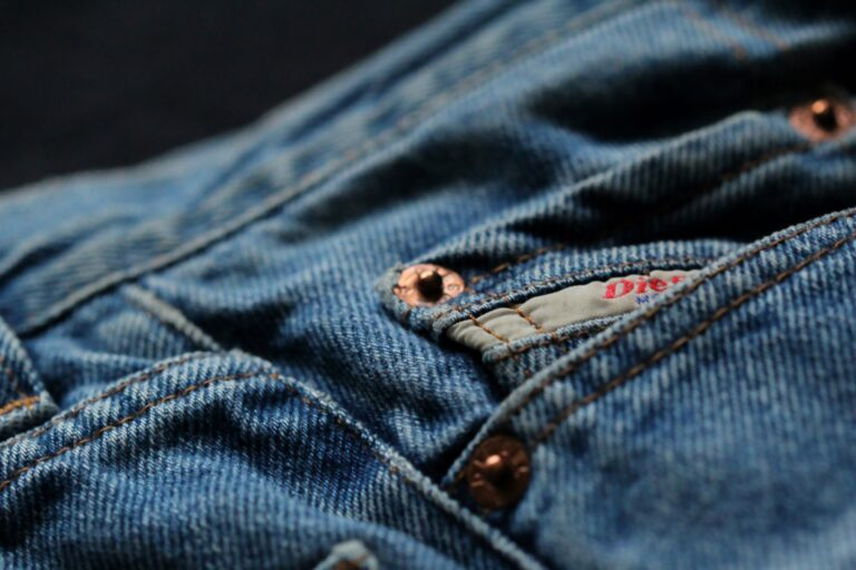 Do czego służy mała kieszonka w spodniach? Co to watch pocket ?